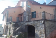 Villa in Vendita a Varese Ligure