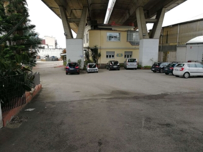 Diviso in ambienti/Locali in vendita a Napoli