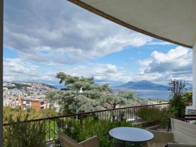 Diviso in ambienti/Locali in affitto a Napoli