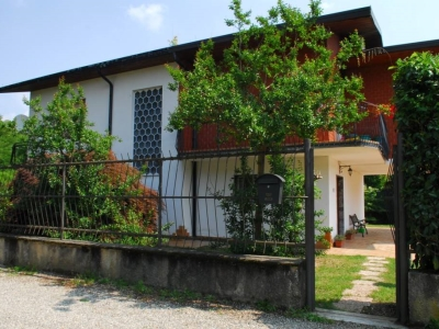 Villa in vendita a Castelletto sopra Ticino