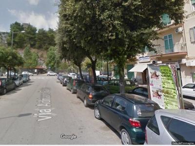 Negozio - Locale in affitto commerciale a Salerno - Salerno