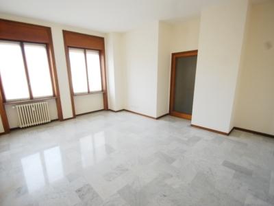 Palazzo/Palazzina/Stabile in affitto a Bergamo