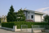 Villa in vendita a Montecchio Maggiore, 4 locali, zona Zona: Alte Ceccato, Trattative riservate | CambioCasa.it