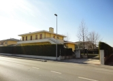 Villa in vendita a Campolongo Maggiore, 4 locali, zona Località: Campolongo Maggiore - Centro, Trattative riservate | Cambio Casa.it
