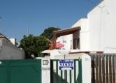 Villa in vendita a Racale, 8 locali, zona Zona: Torre Suda, prezzo € 92.000 | Cambio Casa.it