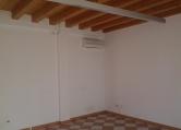 Negozio / Locale in affitto a Este, 9999 locali, zona Località: Este - Centro, prezzo € 500 | CambioCasa.it