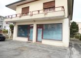 Negozio / Locale in affitto a Selvazzano Dentro, 3 locali, zona Località: Selvazzano Dentro - Centro, prezzo € 1.200 | CambioCasa.it