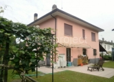 Villa in vendita a Leggiuno, 5 locali, zona Zona: Cellina, prezzo € 275.000 | Cambio Casa.it