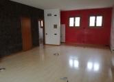 Negozio / Locale in affitto a Zanè, 9999 locali, zona Località: Zanè - Centro, prezzo € 750 | CambioCasa.it