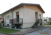Villa in vendita a Carate Brianza, 4 locali, prezzo € 300.000 | Cambiocasa.it