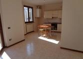 Appartamento in affitto a Varano de' Melegari, 4 locali, prezzo € 500 | Cambio Casa.it