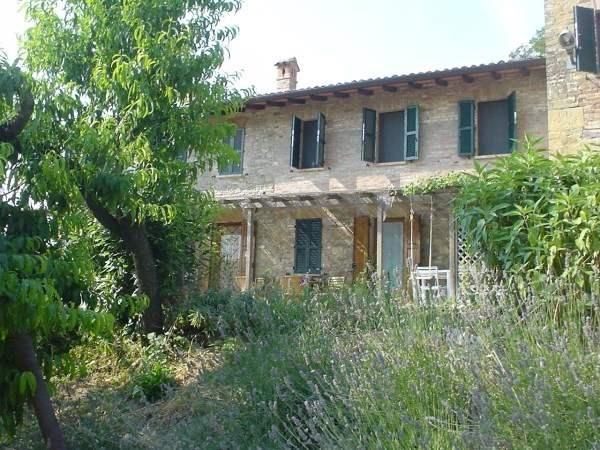 Agriturismo in vendita a Vernasca, 8 locali, zona Zona: Vigoleno, prezzo € 290.000 | CambioCasa.it