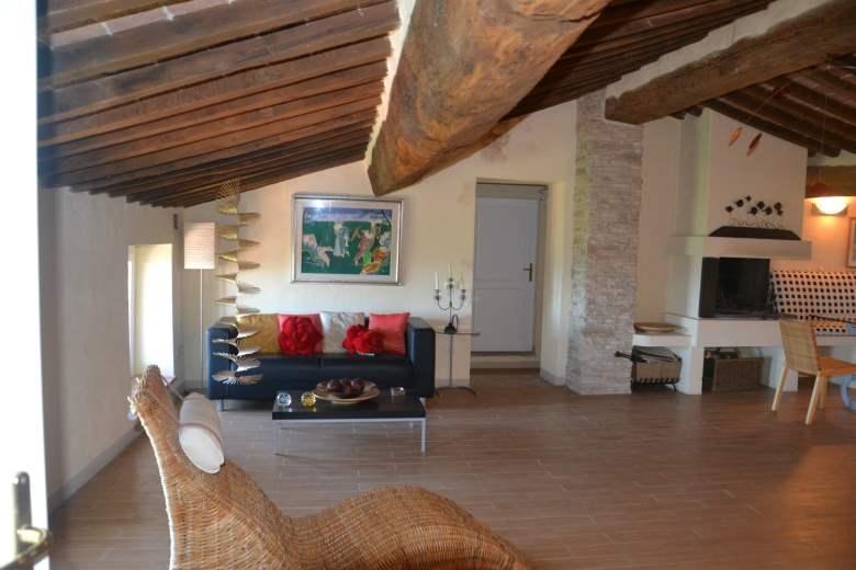 Appartamento in vendita a Monterotondo Marittimo, 10 locali, prezzo € 130.000   CambioCasa.it