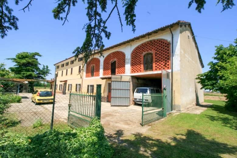 Rustico / Casale in vendita a Frassineto Po, 10 locali, prezzo € 160.000 | CambioCasa.it