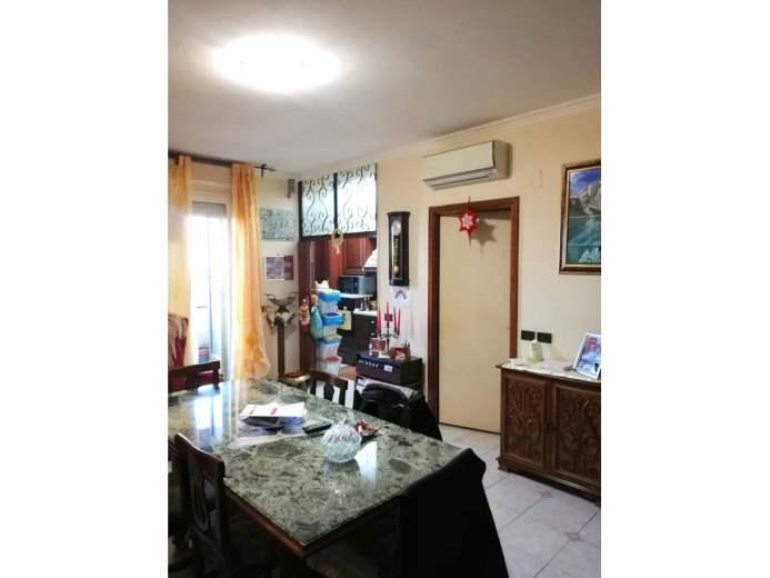 Appartamento in vendita a Pomezia, 4 locali, prezzo € 140.000 | CambioCasa.it