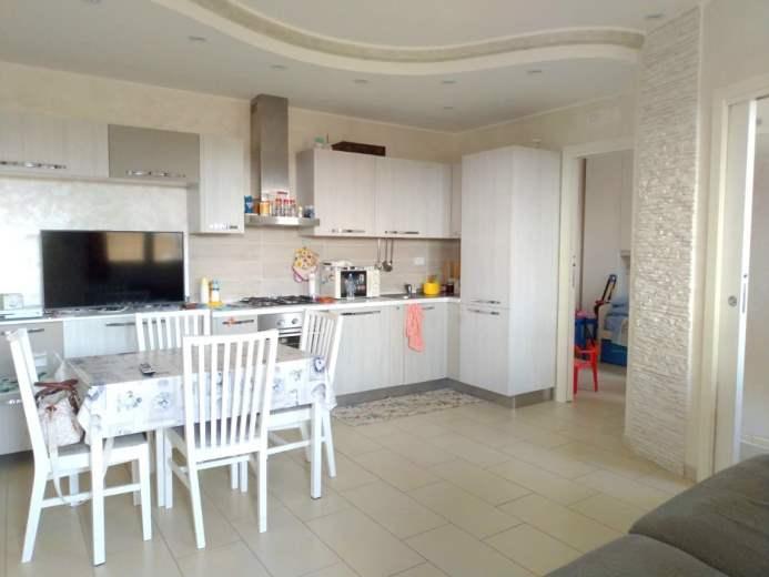 Appartamento in vendita a Pomezia, 3 locali, prezzo € 119.000 | CambioCasa.it
