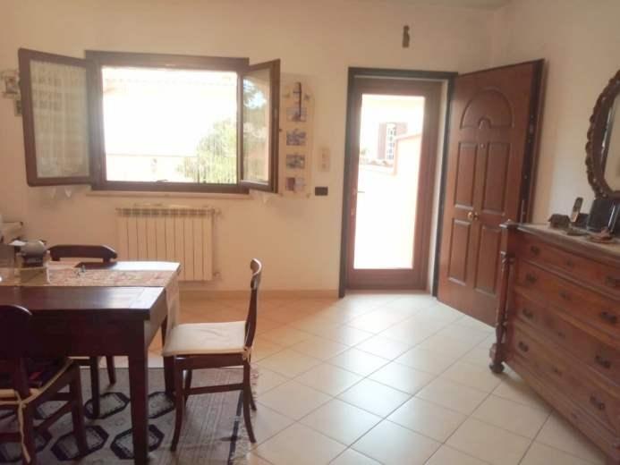 Villa in vendita a Pomezia, 4 locali, prezzo € 213.000 | CambioCasa.it