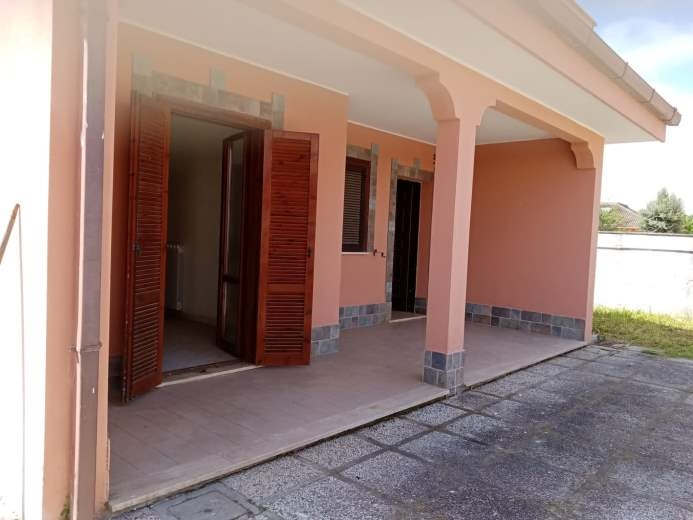 Villa in vendita a Ardea, 4 locali, prezzo € 135.000 | CambioCasa.it