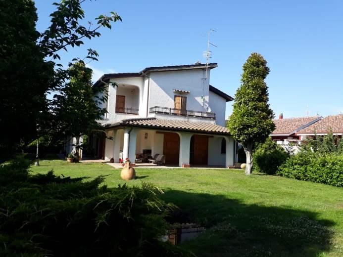 Villa in vendita a Ardea, 8 locali, prezzo € 335.000 | CambioCasa.it