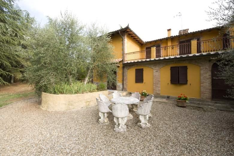 Villa in vendita a Castelnuovo Berardenga, 10 locali, zona Località: 12 km da Siena, prezzo € 690.000 | CambioCasa.it